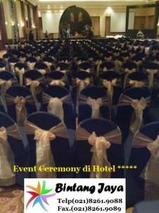 Event dengan kursi cover hitam